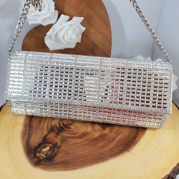 Starlet Handbags - Silver mirrored clutch